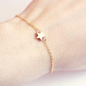 GB19   Gold Toned Wrist Star Minimalist Bracelet